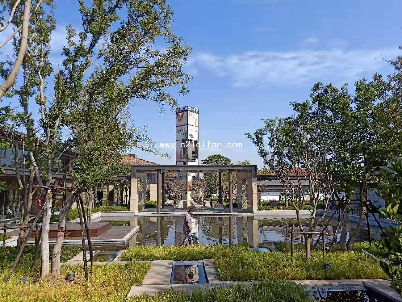 桃源小镇,精装省心室内电梯,全屋水暖地暖新风系统,南北花园